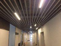 Кубообразный реечный потолок Албес в ТЦ Аврора